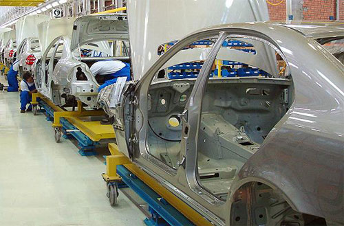 Inviting the European automakers to return to Iran